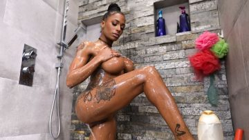 Sarai Minx - Shower With Sexy Ebony Stepdaugher