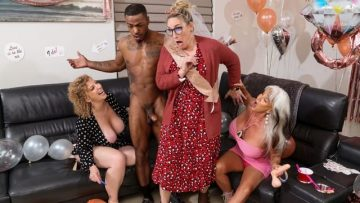 Sara Jay And Sally D'Angelo - Double Dip On The Magic Stick